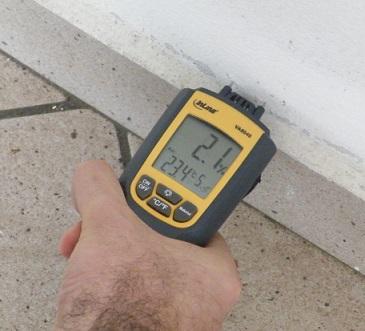 Misurazione umidità nei muri con termoigrometro